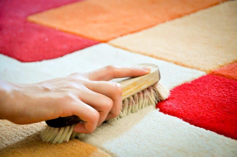 cara membersihkan karpet permadani