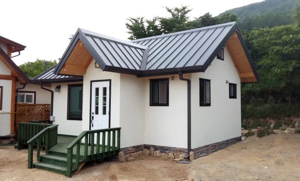 rumah kayu mungil