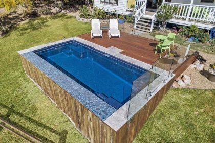 6 inspirasi kolam renang kayu minimalis dan modern