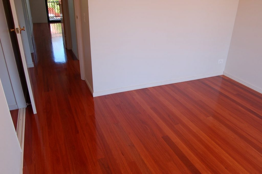 lantai kayu mahoni